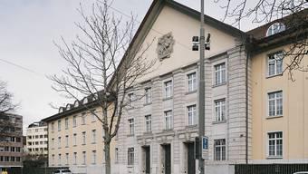 Das Bezirksgericht Zürich hatte den Beschuldigten vor einem Jahr wegen Schändung und mehrfacher sexueller Nötigung zu einer bedingten Freiheitsstrafe von 21 Monaten verurteilt.