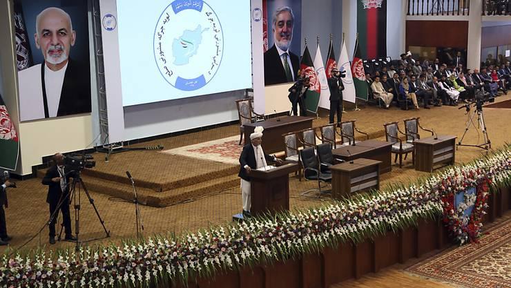 """Der afghanische Präsident Aschraf Ghani eröffnete am Montag in Kabul die Loja Dschirga, übersetzt """"grosse Versammlung"""". Diskutiert werden soll etwa über den Frieden in der Region."""