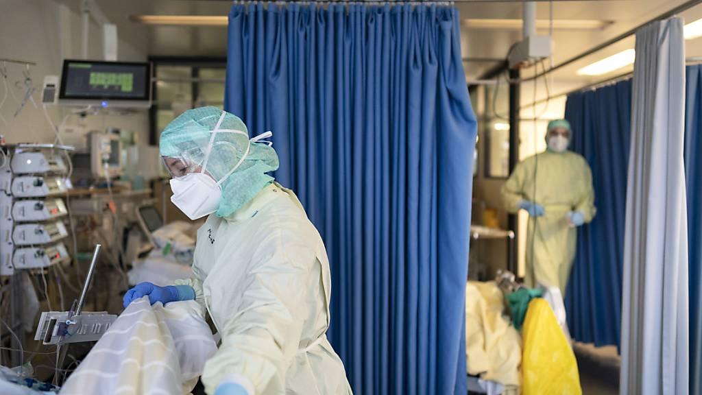 Fast jeder zweite beatmete Corona-Patient ist 2020 verstorben