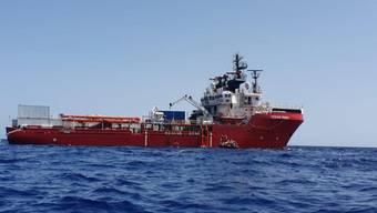 """Die Seenotretter der """"Ocean"""" Viking"""" haben am Wochenende 176 Menschen aus dem Mittelmeer gerettet. (Archivbild)"""