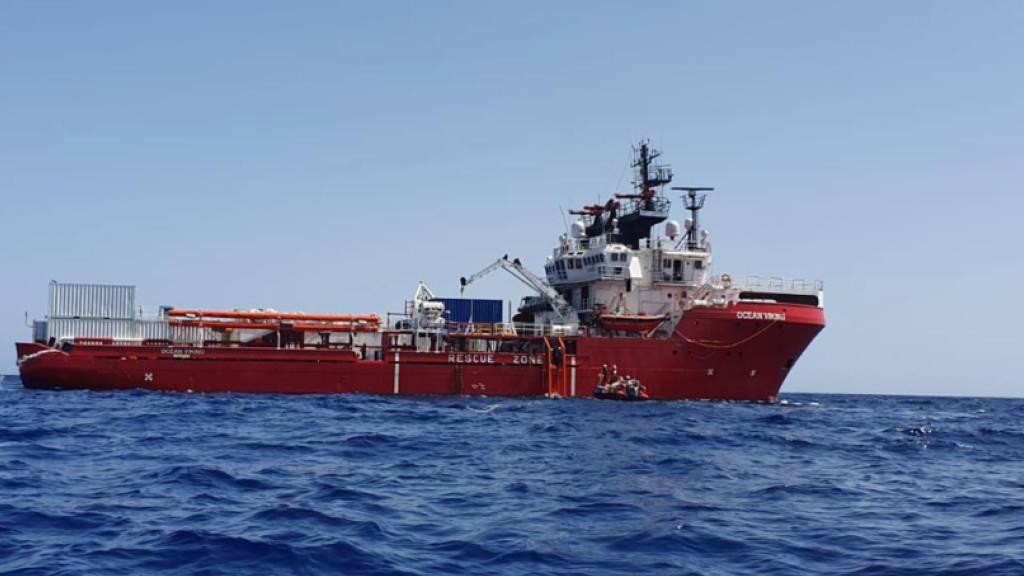 """Die Seenotretter der «Ocean» Viking"""" haben am Wochenende 176 Menschen aus dem Mittelmeer gerettet. (Archivbild)"""