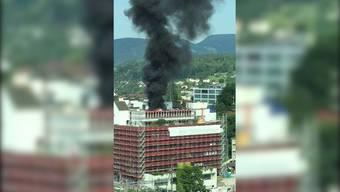 Schwarzer Rauch über Aarauer Innenstadt, in Hawaii werden 23 Touristen durch Lava verletzt und Kroaten feiern ihre WM-Helden.