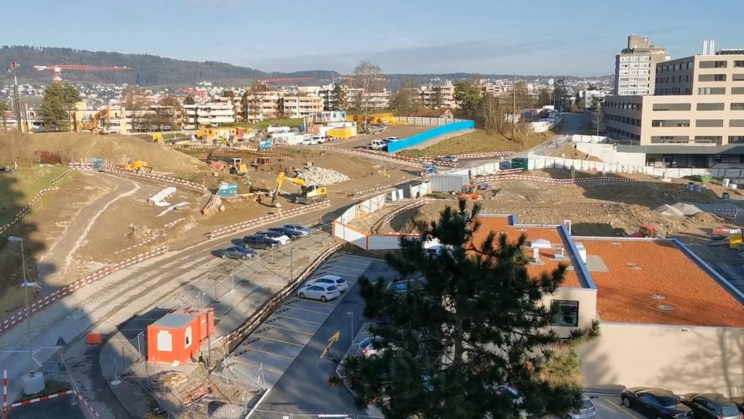 Viel Betrieb: Blick über die Limmattalbahnbaustelle beim Spitalquartier.