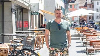"""Gusti Burkart vor seinem """"Platzhirsch"""""""