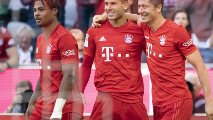 Die selbstverständliche Freude der Bayern (von rechts): Robert Lewandowski, Lucas Hernandez, Serge Gnabry