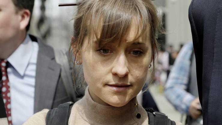 Allison Mack drohen bis zu 40 Jahre Gefängnis. Die US-Schauspielerin bekannte sich vor Gericht schuldig, Sex-Sklavinnen rekrutiert zu haben.