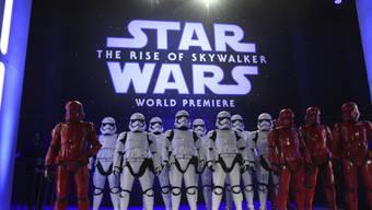 """Zahlreiche Stars kamen in der Nacht auf Dienstag zu einer """"Star Wars""""-Premiere nach Hollywood."""