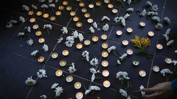 Zwei Jahre nach dem Verschwinden von Flug MH370  gedenken die Angehörigen an die verschollenen Flugzeuginsassen, so wie hier in einer Kirche in Kuala Lumpur.