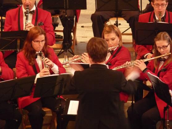 Dirigent Niki Wüthrich leitete mit sicherer Hand durch das Konzert