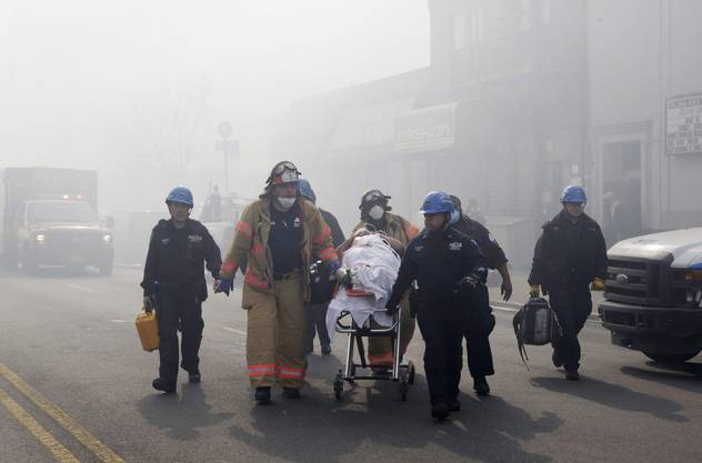 Mehrere Verletzte wurden abtransportiert.
