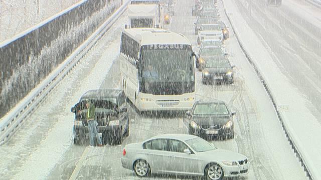 Grosses Schnee-Chaos am Gotthard