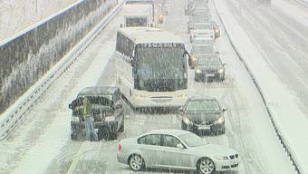 Grosses Schnee-Chaos am Gotthard.