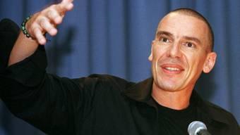 Tom Kummer während eines Podiums im Jahr 2000: Damals flog der Fälscher-Skandal auf. Nun macht der Berner als Künstler von sich reden. (Archivbild)