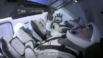 Die beiden Astronauten Bob Behnken und Doug Hurley auf dem Weg ins Weltall.