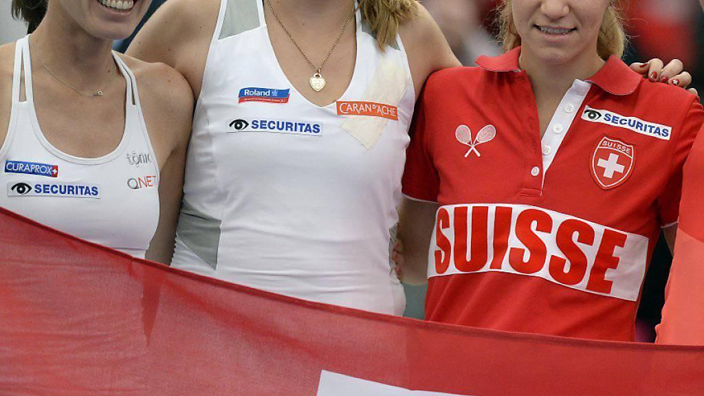 Das Schweizer Fedcup-Team - hier nach dem Erstrundensieg gegen Deutschland - spielt auch im Halbfinal in Luzern gegen Tschechien in der Besetzung Martina Hingis, Belinda Bencic, Viktorija Golubic und Timea Bacsinszky (von links nach rechts)
