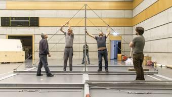 SChweizer Meisterschaft im Geräteturnen: Bilder von den Aufbauarbeiten in der Stadthalle Dietikon