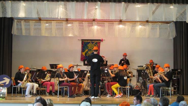 Farbige Hosen, orange Hüte - das Markenzeichen des Jugendspiels