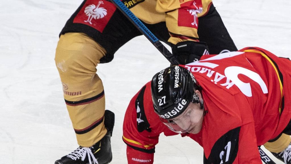 Bild mit Symbolcharakter: SC Bern (in Person von Marc Kämpf) gegen Lulea Hockey am Boden.