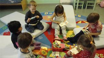 Familienergänzende Kinderbetreuung ist eines der zentralen Angebote des Lenzburger Zentrums. (Symbolbild).