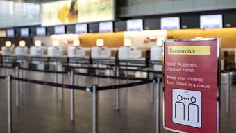 """Die Coronavirus-Pandemie macht den Flughafenbetreibern in Europa zunehmend zu schaffen. Dennoch bestätigt die Ratingagentur Standard & Poor's (S&P) ihre Bonitätsnote """"AA-"""" für den Flughafen Zürich, sie senkt aber den Ausblick."""
