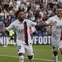 Verhasster Matchwinner: Neymar gibt sein Comeback für Paris und wird ausgebuht. In der 92. Minute schiesst er seine Farben aber zum Sieg gegen Strasbourg.