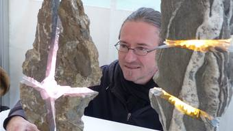 In Stein gefangene Lichteffekte von Installationskünstler Jörg Walker.