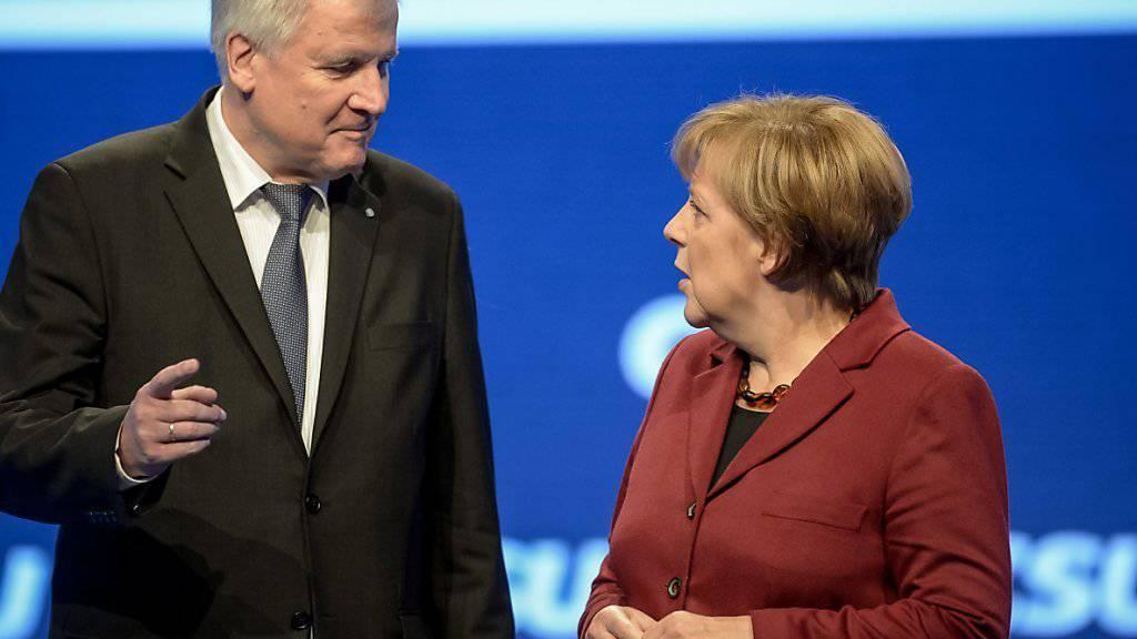 CSU-Parteichef Horst Seehofer schlug gegenüber CDU-Chefin und Bundeskanzlerin Angela Merkel Töne an.