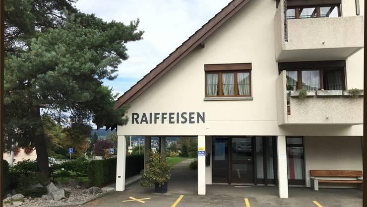 Die Liegenschaft an der Bergdietiker Bergstrasse gehört der Raiffeisenbank. Noch ist offen, was mit dem Gebäude geschieht.