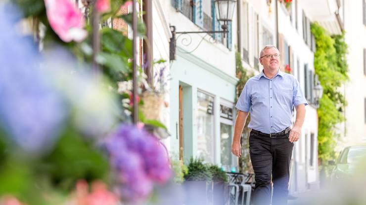 Bruno Gretener beim Spaziergang gestern Montag durch die Mellinger Altstadt. Er ist froh, dass es in Sachen Umfahrung zu einer Lösung gekommen ist
