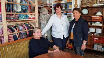 Freuen sich auf die Neueröffnung: Bea Bossard, Präsidentin der Gemeinnützigen Frauen, Angelika Frei, Leiterin «strickundtrick», und Margrit Deubelbeiss, Leiterin Brockenstube (v.l.).