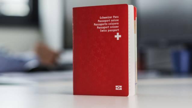 Begehrt - der biometrische Schweizer Pass. 45 Fragen gilt es zu beantworten, wer eingebürgert werden will. Doch haben Sie den Test schon einmal durchgespielt? Hier haben Sie die Chance mit den Orginalfragen.