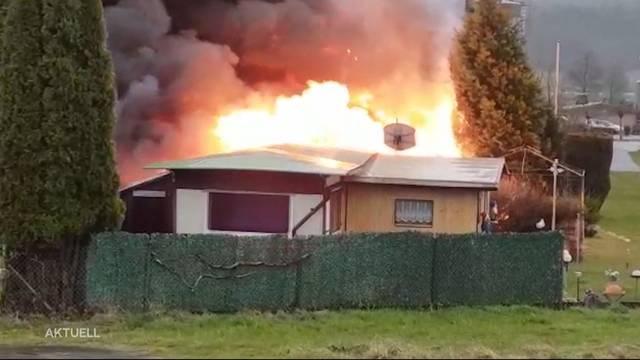 Drei Wohnwagen brannten komplett aus