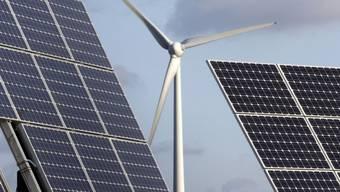Wind und Sonne: Zwei Arten erneuerbarer Energie (Archiv)