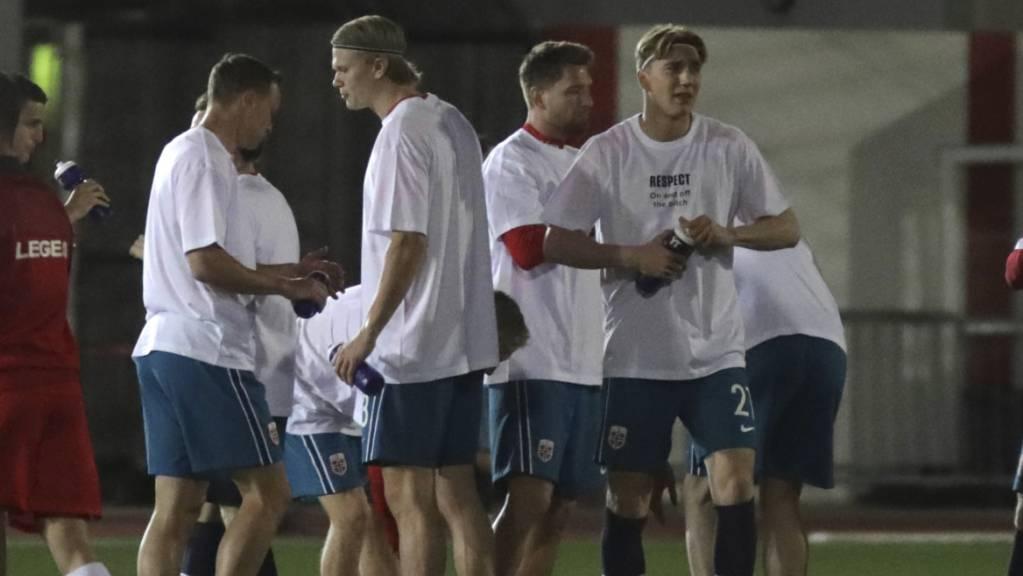 Das norwegische Nationalteam setzte in der WM-Qualifikation mit seinen Einlauf-Shirts ein klares Statement