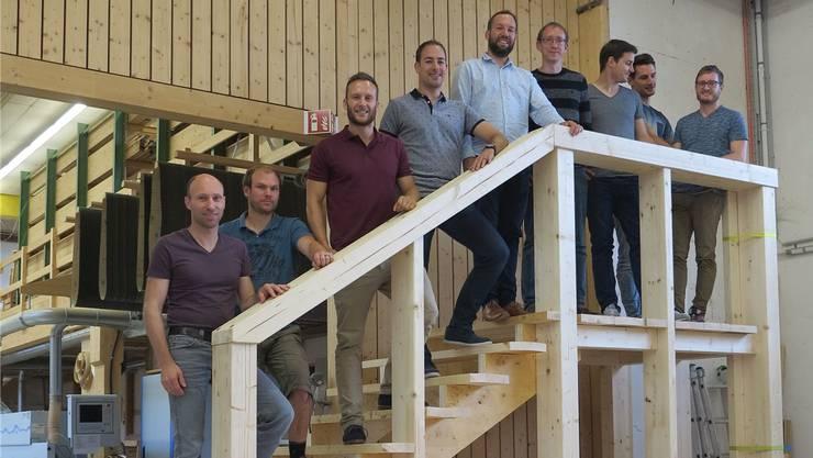 Die Crew von Charlie's Dampfer: Eric Mühlemann (Schäfer Holzbau), Matthias Wipf, Thomas Möckli, Simon Märki, Claudio Schneider, Michael Käser, David Andreatta, Marco Schneider und Josua Hauser (v. l.).