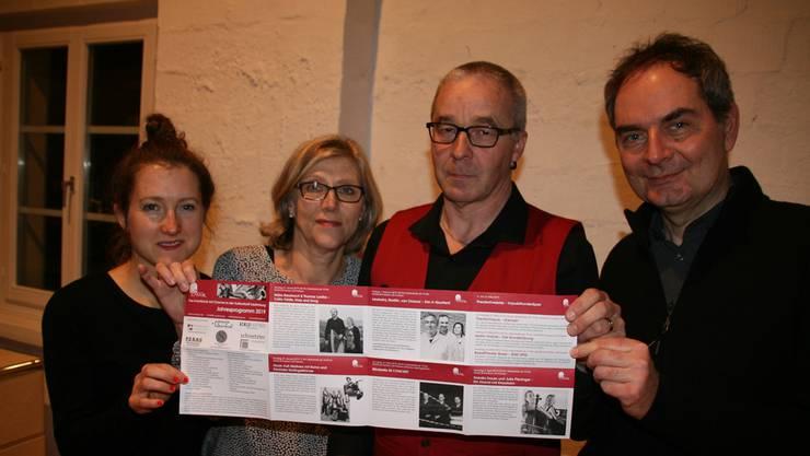 Katharina Theurer, Christel Imhof, Martin Willi und Mario Geng (von links) präsentierten an der Saisoneröffnung das neue Programm der Kultschüür. psc