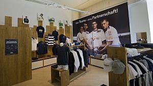 Die Retroshirts des FC Zürich kann man bestellen, auf die Lieferung müssen die Fans noch warten.