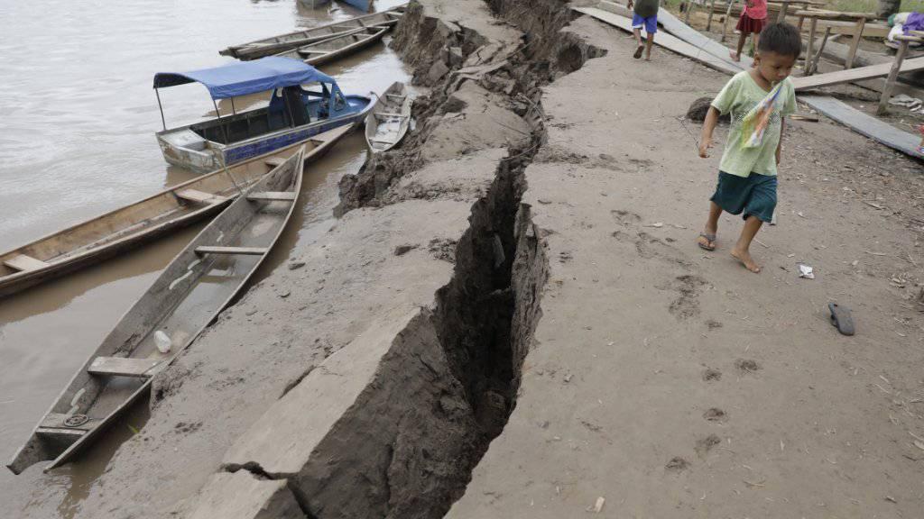Das Erdbeben in Peru hinterliess sichtbare Spuren. Mindestens zwei Menschen kamen ums Leben.