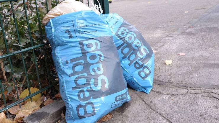 Die Quartierbewohner im Bachletten müssen ihre Bebbi-Säcke während einem Jahr in Unterflurcontainern entsorgen. (Symbolbild)
