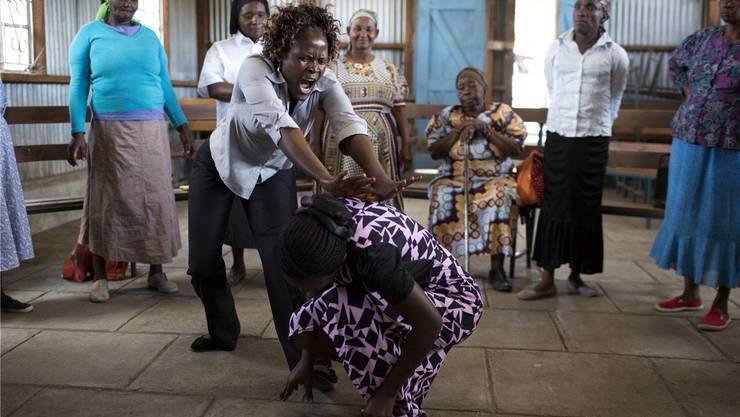 Um sich gegen Angriffe wehren zu können, trainieren Frauen in Nairobi Selbstverteidigung.Siegfried Modola/REUTERS