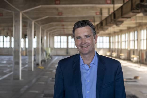 CEO Andreas Stoeckli im Silo 2 der Firma Rhenus Logistics.