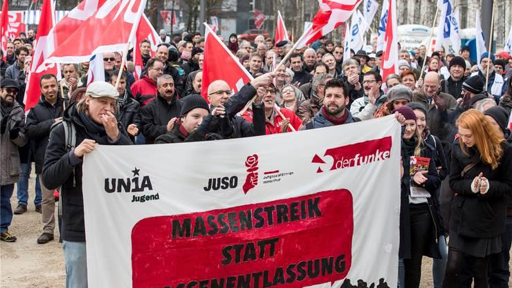 Öffentlichkeitswirksame Gewerkschaftsarbeit: Solidaritätsveranstaltung für Alstom-Angestellte im Januar 2016 in Baden. Keystone