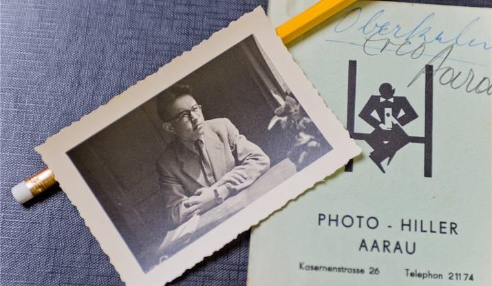 Eine Aufnahme von Lehrling Fritz Burkhard an seinem Arbeitstisch im Büro der Firma Erné & Co.Emanuel Freudiger