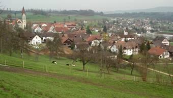 Gemeinde Wohlenschwil. Hinten rechts Ortsteil Büblikon.