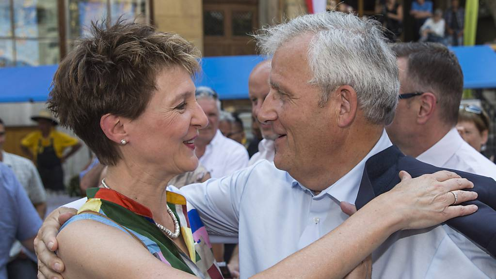 Der Kanton Bern lässt am Donnerstagnachmittag in Biel Bundespräsidentin Simonetta Sommaruga und Ständeratspräsident Hans Stöckli hochleben (Archivbild).