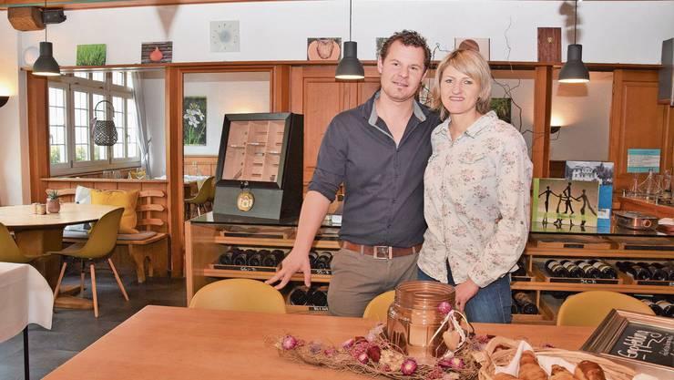 Geschäftsführer Stephane Wirth und Nadja Schuler setzen in Villigen neu auf Take-away und Gutscheine.