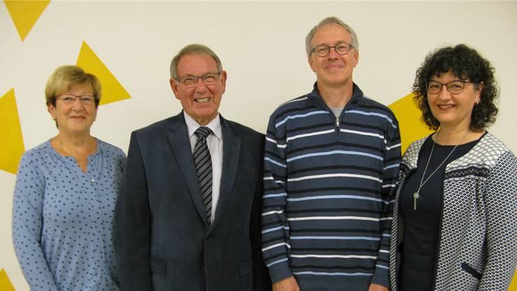Lokalredaktorin Christine Imhof und Präsident Alfred Imhof (beide Trimbach, links) treten auf Ende 2016 zurück; Christian Meyer (Trimbach) wurde als neuer Präsident, Claudia Küpfert-Heule (Wisen) als neue Lokalredaktorin gewählt. cva