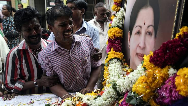 Sie nannten sie «Mutter»: Trauer um die Ministerpräsidentin von Tamil Nadu, Jayalalitha Jayaram. DIVYAKANT SOLANKI/Keystone
