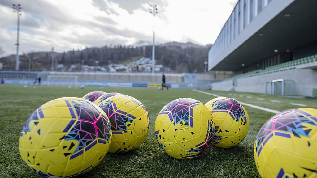 Nach Meinung des deutschen Virologen Jonas Schmidt-Chanasit wird der Profifussball wegen des Coronavirus noch bis Ende Jahr stillstehen