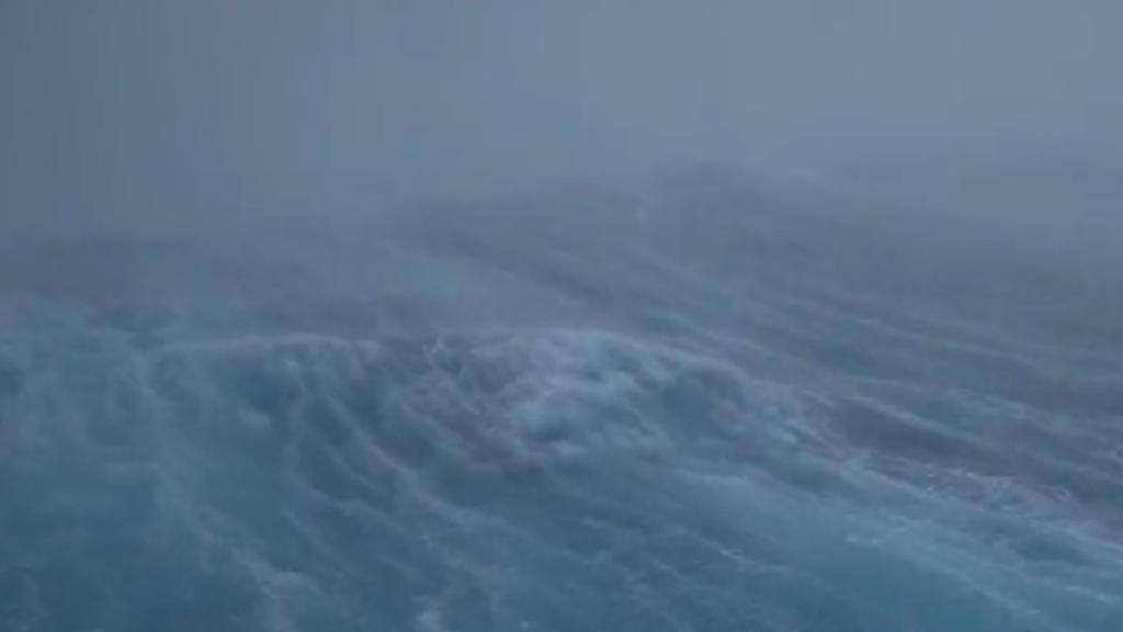 Drohne macht spektakuläre Aufnahmen von Hurrikan über dem Ozean